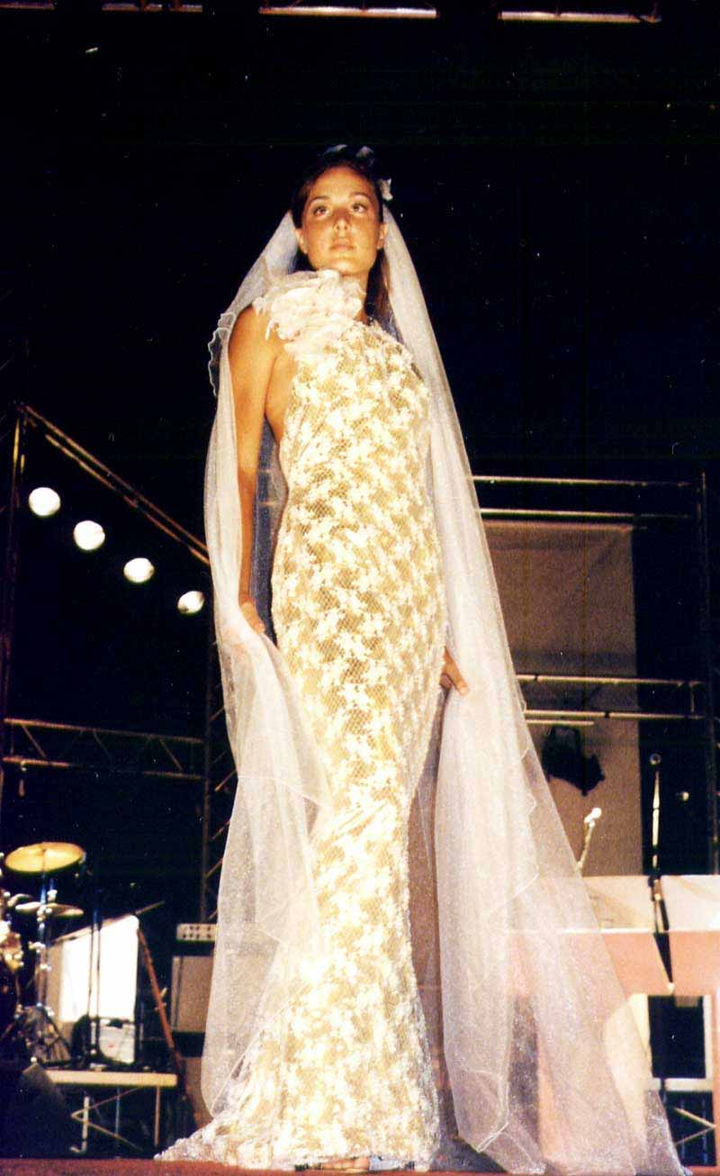 abito da sposa su misura colorazioni in giallo oro - Elins moda