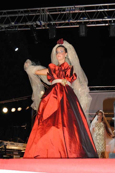 Matrimonio - abiti da sposa con colori personalizzati - rosso e oro - Elins moda