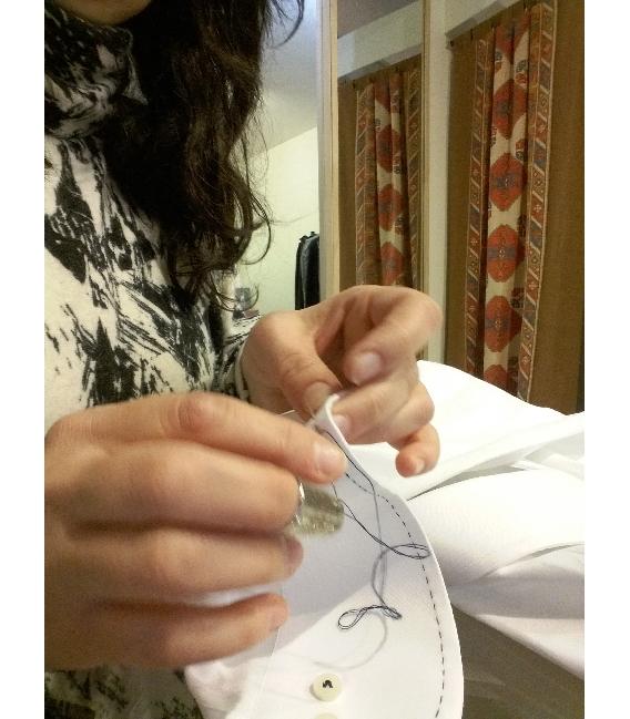 fotografie immagini Camicia su misura ricamata a mano