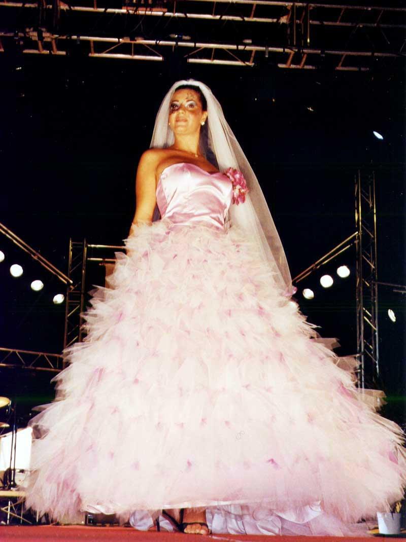 vestiti personalizzati colore rosa per matrimoni