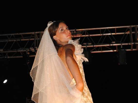 Atelier negozio sartoria Matrimoni - abito classico velo