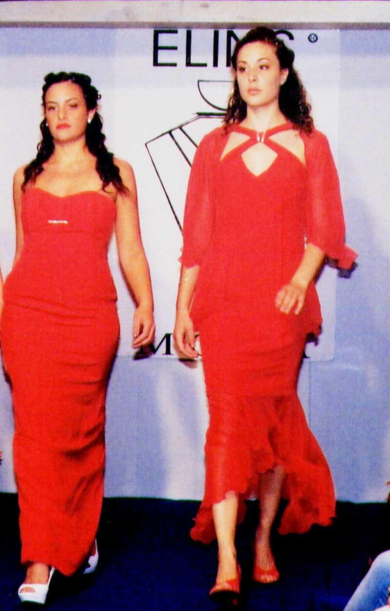 sfilata eleganti modelle vestite in rosso - Elins moda