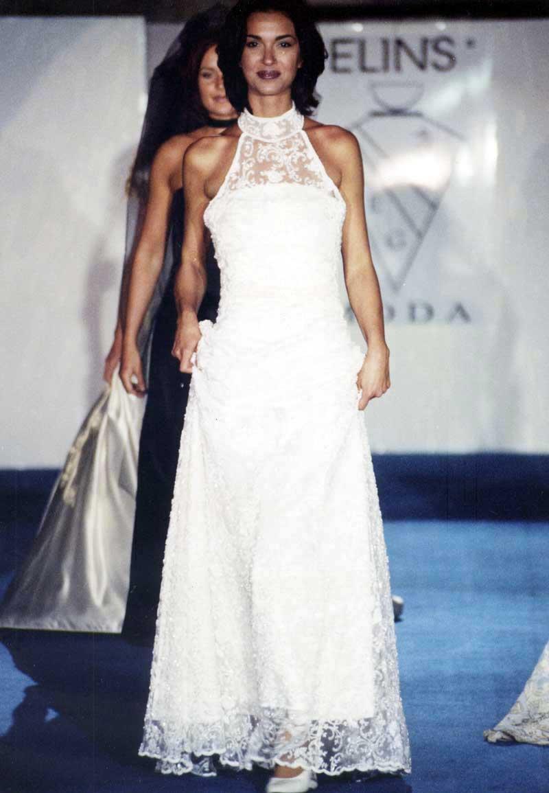 sports shoes ba6fa a25f0 Abito da sposa bianco matrimonio classico stilista a Roma