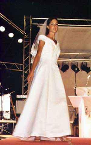 Abito su misura sposa matrimonio classico sartoria a Roma
